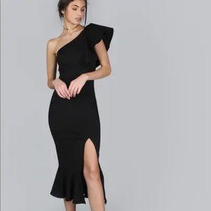 Dresses & Skirts - One shoulder pep hem slit black dress